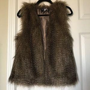 H&M Divided Faux Fur Vest
